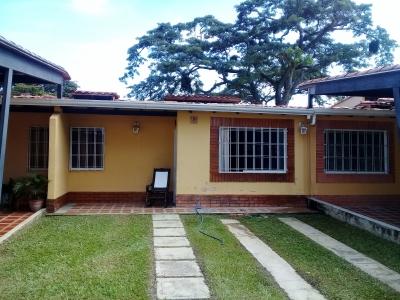Casa de 140M2, En Urbanizacion Valle de Oro, Residencia la Trilla