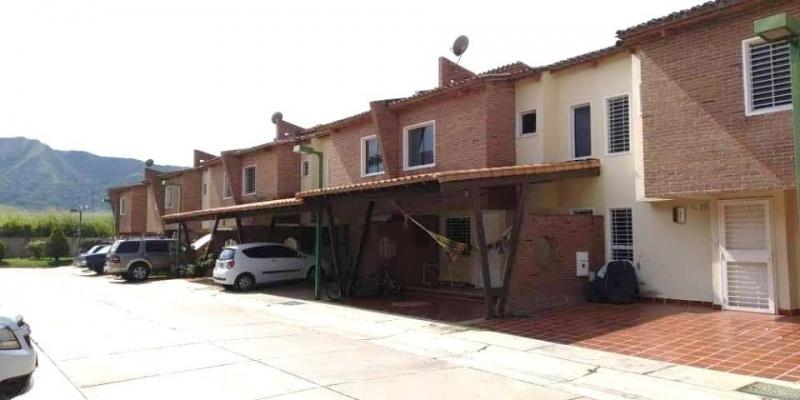 Se Vende Townhouse Villa Jardin San Diego Carabobo