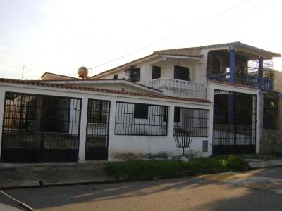 Casa Amplia con Anexos