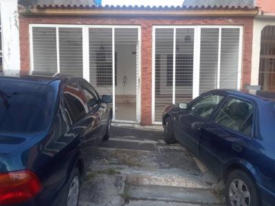 Vendo Casa a Remodelar en Lomas de La Esmeralda