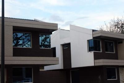 En venta TownHouses Casa Verde
