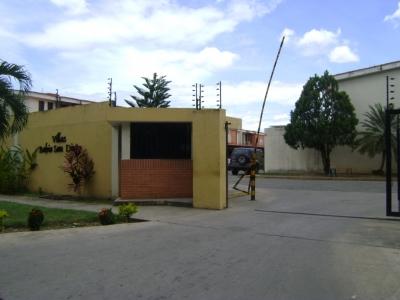 Hermoso Townhouse equipado en la Urbanización Bosqueserino, Municipio San Diego