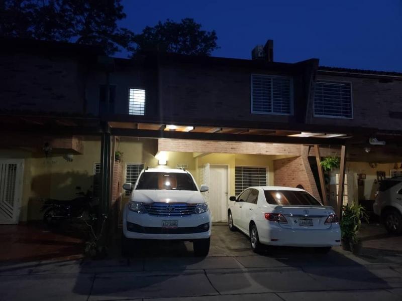 Bello town house villa jardin san diego en Venta en San Diego ...
