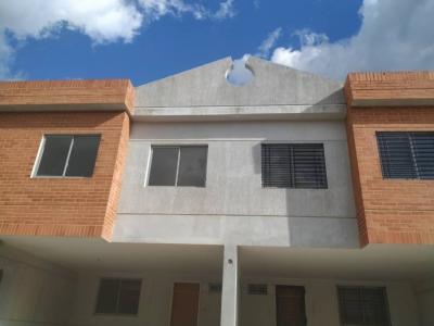 Venta: Townhouse en Obra Blanca.