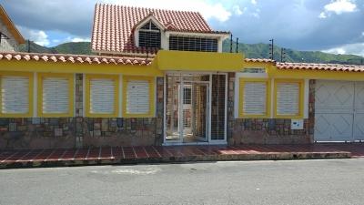 LINDA CASA EN  CHALETS COUNTRY SAN DIEGO