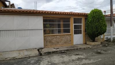 170 m2 CASA EN VENTA VALLE VERDE SAN DIEGO