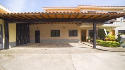 Venta: Lujoso Townhouse Amoblado en exclusivo conjunto de San Diego.