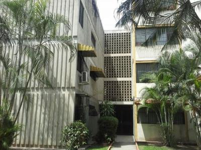Venta Apartamento 74Mts2 Residencias Monteserino 12, 3 habitaciones, 1 baño, 1 puesto estacionamiento