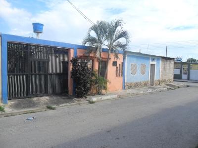 Venta de Casa Ubicada en El Macaro Turmero Edo Aragua