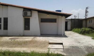 Venta de casa en La Julia  Conjunto Residencial  Isaac Olivera II, Edo Aragua, municipio Mariño