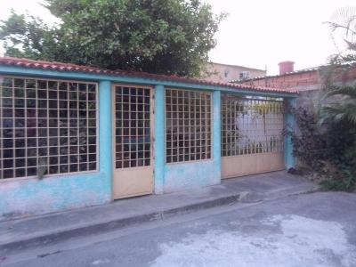 Casa en venta en Turmero Urb. Villas del Carmen Cod.18-4364