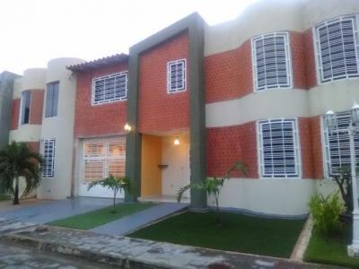 Townhouse en Venta Urb. Villas de Juan Pablo, Turmero Cod. 18-8236