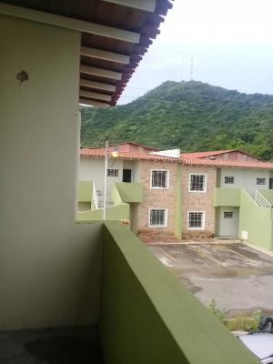 Turmero Venta Apartamento  a media cuadra Av Intercomunal