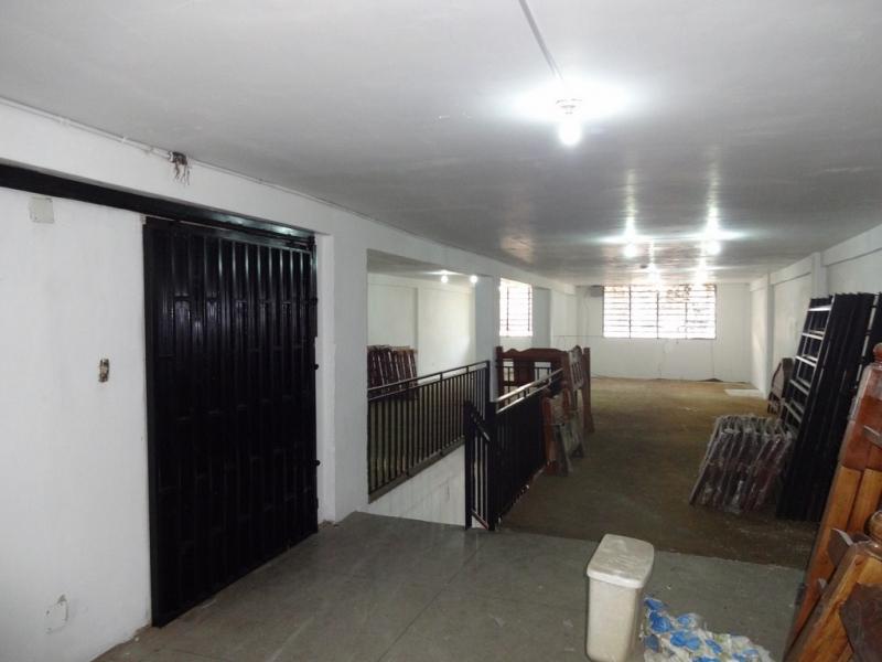 Amplio Local Comercial 3 pisos - Excelente ubicación - La Victoria Edo Aragua