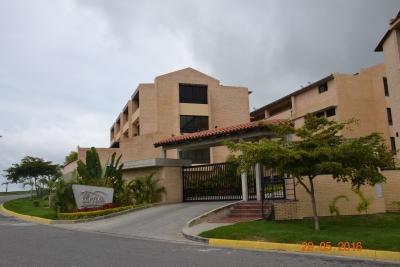 EXCELENTE TOWN HOUSE EN VENTA EN RESID. LOS CORTIJOS DE LOMA LINDA