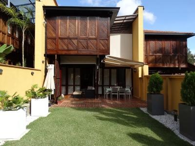 Townhouse Urb. La Boyera 385 m2