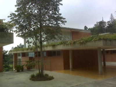 (E) Town House en alquiler.  Alto Hatillo. 295 m2. Const