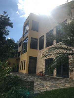 Bella Casa-Amplias áreas Verdes-Frutales-Vista/Caicaguana/EG