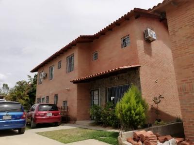 Bonita Casa en la Urb. Los Robles, El Hatillo