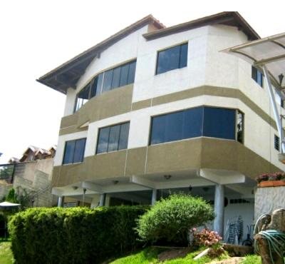 (H) Casa en venta. Lomas del Halcón. 570 m2 Const y 39 m2 Terreno.
