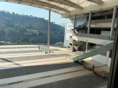 OPORTUNIDAD a estrenar Local 40 M2 Centro Comercial Parque Cerro Verde Plaza Central