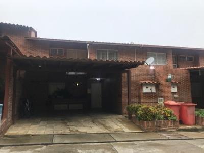 BELLO Y AMPLIO TOWN HOUSE EN LOMA LINDA-175m²+Terraza y BBQ+VISTA / EG