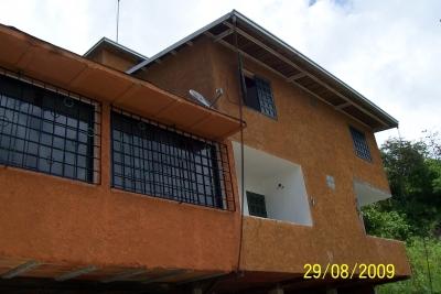 Vendo Casa en La Unión Sector Los Robles El Hatillo