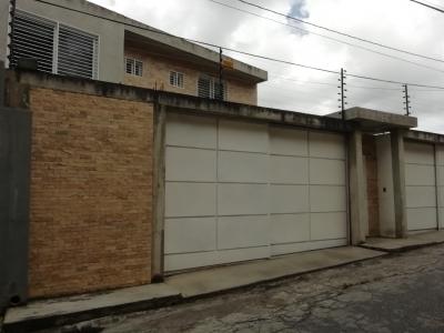 Se Vende Casa Bifamiliar con hermosa Vista, Oripoto, El Hatillo