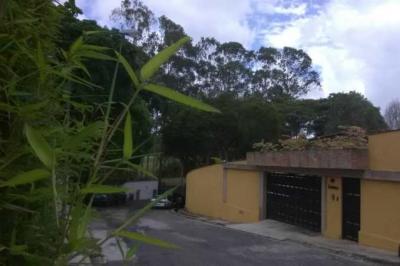 Alquiler de Hermosa Quinta ubicada en la Urb La Lagunita Country Club COD 78-588
