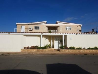 Bella Casa Quinta Puerta Maraven