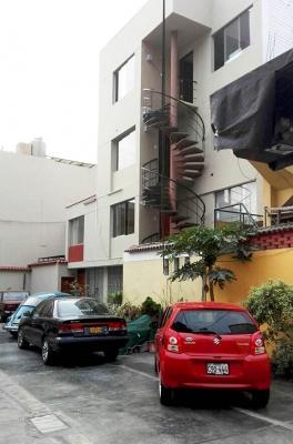 Departamento en 2do piso - ubicado a media cuadra Av. Javier Prado Este