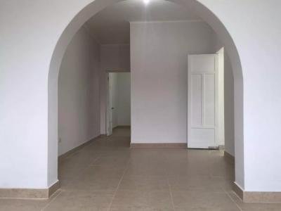Venta De Departamento En Breña - 1er Piso - Puerta A Calle