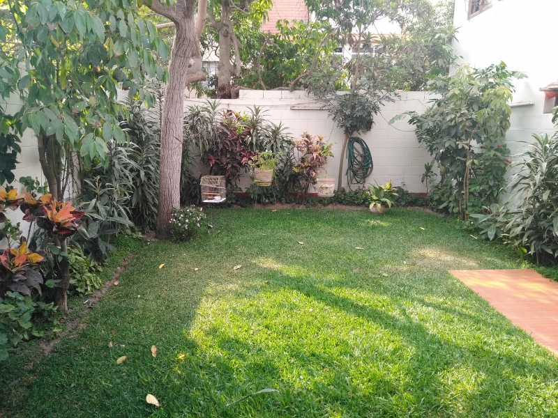 Casa en zona residencial cerca a parque y jarín interior