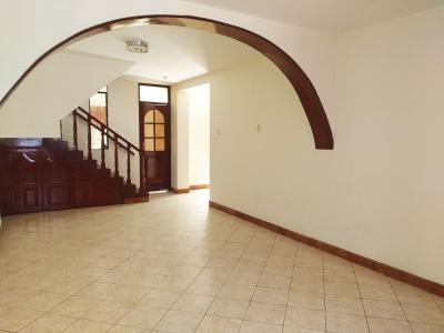 REMATO - Casa de 3 pisos de 270m² súper cerca de Av. La Marina