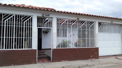 Se vende casa quinta en la Urbanización Las Esmeralda Palo Negro