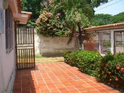 Venta de Oportunidad casa de 80mts2 en Urb. Santa  Rita