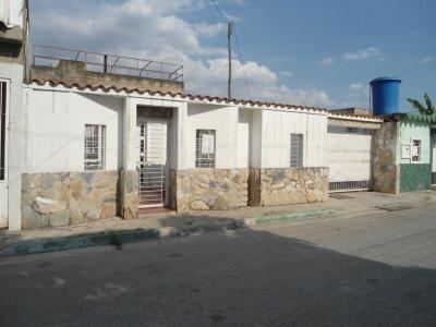 -Casa en Venta Urb. El Remanso Cod 18-4110