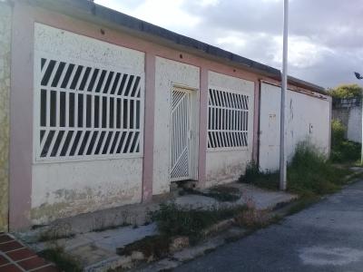 Casa Urb. Villas Andres Bello. Santa Rita