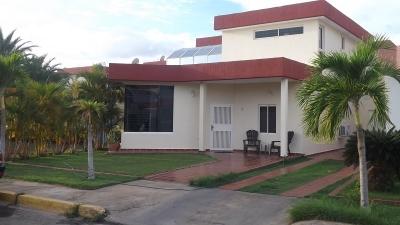COMODO Y FRESCO TOWN HOUSE EN JORGE COLL