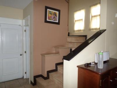 Casa victoria, esquina, condado naranjo, 4 habitaciones, 2 parqueos techados