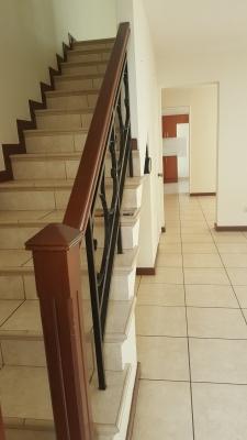Casa tipo Navarra en venta, 3 habitaciones, 2 parqueos