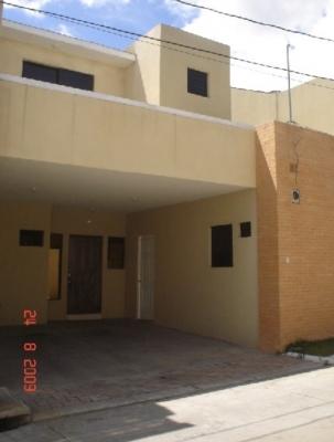 VENTA DE CASA EN COND REAL VILLA, sobre Bulevard Principal