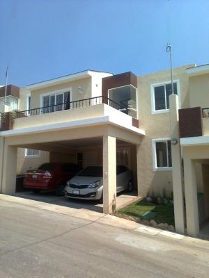 Casa moderna en Condominio de Cd. San Cristobal