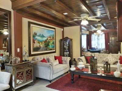Elegante Casa en Venta en San Cristobal II Zona 8 Mixco
