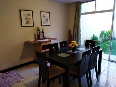 Vendo Casa en Condominio Madeira Z.4 de Mixco