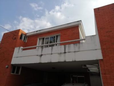 JARDINES DE SAN CRISTOBAL, VENDO PRECIOSA CASA