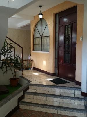 Casa de 520 Mts² en Colonia Nueva Montserrat zona 3 de Mixco
