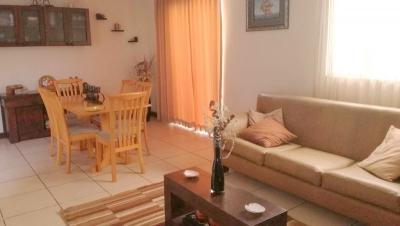Casa de 2 niveles en venta ubicada en Condominio Jardines de San Cristóbal / Bajo de Precio !!