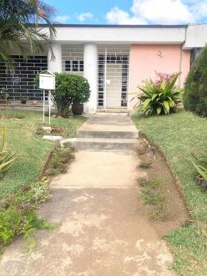 Casa en venta ubicada en zona 8 de Mixco  San Cristóbal Sector A6