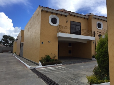 Vendo casa en Quinta Encinos con Q50,000 de Enganche Ingresos de Q21,000